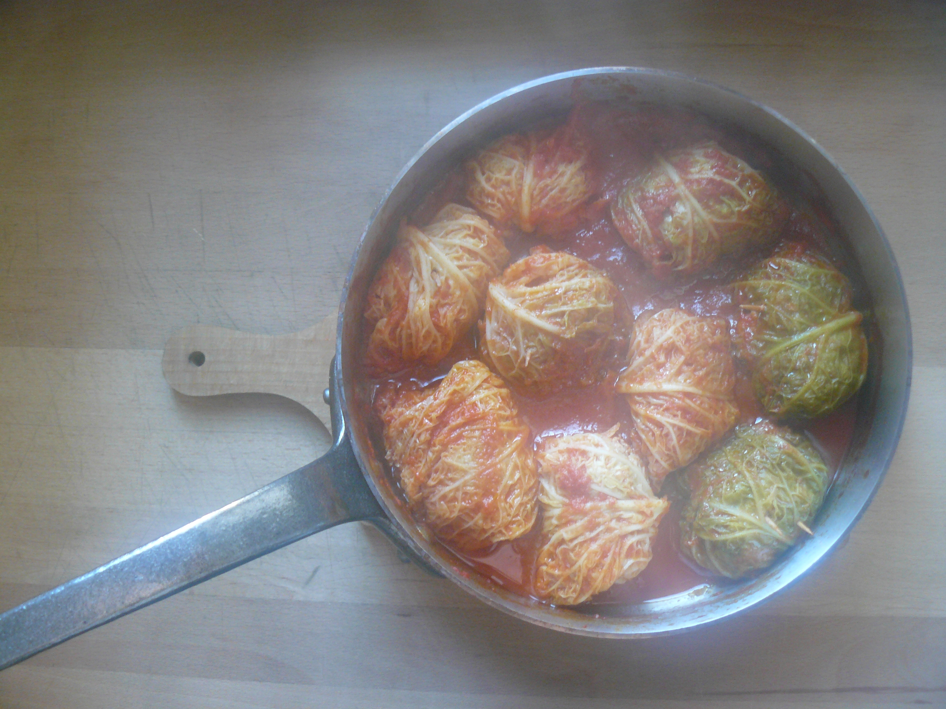 Stuffed cabbage in tomato sauce Mondeghini in/al sugo *